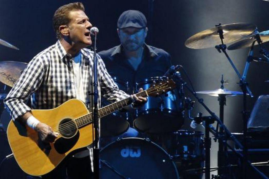 SENIMAN HEBAT: Mendiang Glenn Frey daripada kumpulan The Eagles ketika membuat persembahan di Stadium Monaco dua tahun lalu. - Foto REUTERS