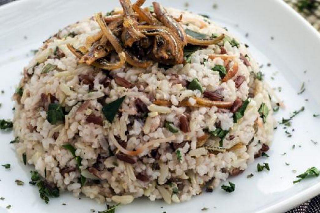 RESIPI SIHAT: Nasi Ulam yang mengandungi bahan sihat. - Foto HPB