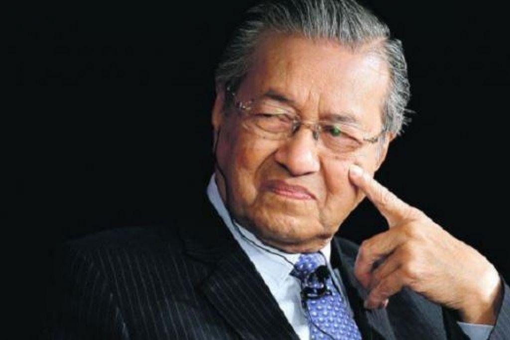 BELUM PUTUS ADA: Mantan Perdana Menteri Malaysia, Tun Dr Mahathir Moahamad, berkata beliau belum putus asa dalam cubaannya untuk menjatuhkan Datuk Seri Najib Tun Abdul Razak sebagai Perdana Menteri Malaysia. - Foto FAIL