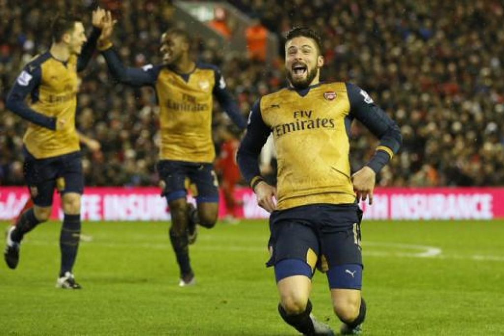 SEMAKIN GAGAH: Penyerang Arsenal, Olivier Giroud (kanan), meraikan kemenangan pasukannya baru-baru ini. Pasukan pimpinan Arsene Wenger kini semakin matang dalam usaha menamatkan kemarau tanpa trofi sejak 2003/2004. - Foto REUTERS