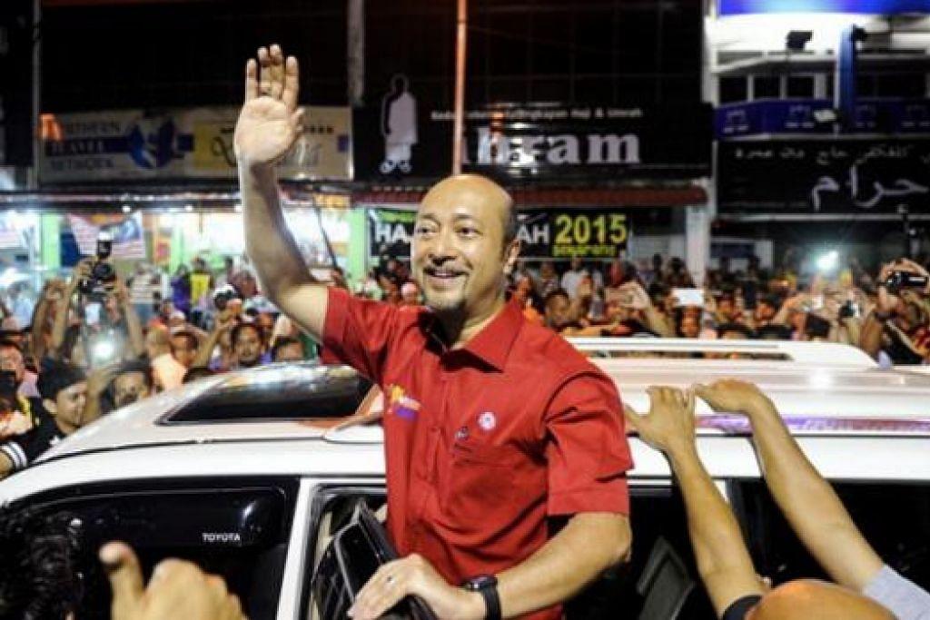 Timbalan Presiden Umno, Tan Sri Muhyiddin Yassin, melahirkan sokongannya terhadap Datuk Seri Mukhriz Mahathir (atas), yang menghadapi tindakan daripada Umno Kedah yang mahu beliau diturunkan daripada jawatannya sebagai menteri besar negeri itu. Gambar fail MALAY MAIL