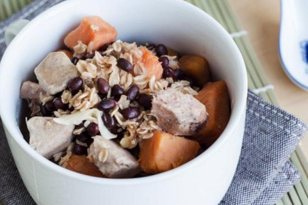 PENCUCI MULUT 'DIPERBAHARUI': HPB mengongsi resipi sihat bagi hidangan popular bubur caca. Antara bahannya ialah santan kurang lemak dan susu kacang soya. - Foto HPB