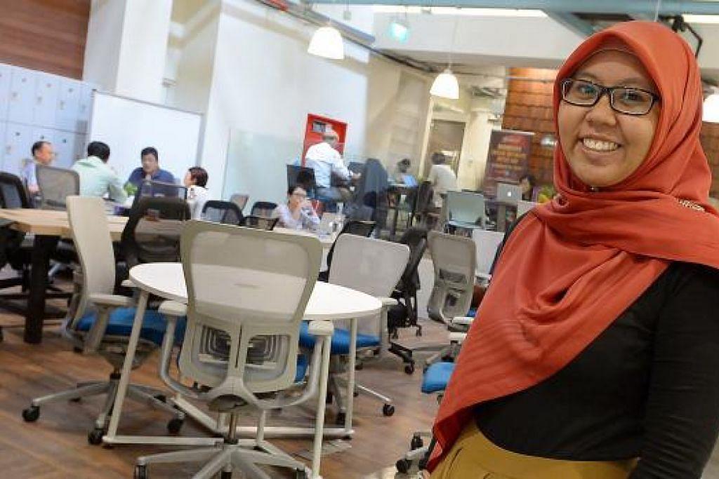 BANTU PENIAGA: Cik Noor Zahariah sedia mendengar maklum balas peniaga dan mengambil tahu keperluan mereka di hab keusahawanan.