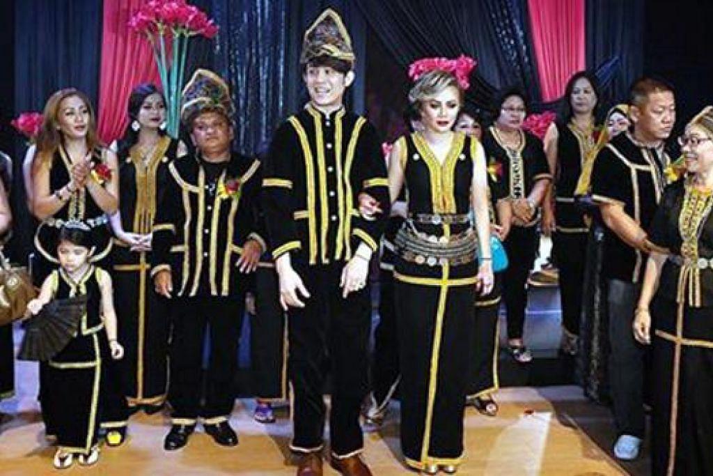 UNSUR BUDAYA DIKEKAL: Majlis persandingan pengantin baru Akim dan Stacy (tengah) mempunyai unsur kebudayaan Sabah, negeri kelahiran Stacy.  - Foto INSTAGRAM # AKIMSTACYWEDDING