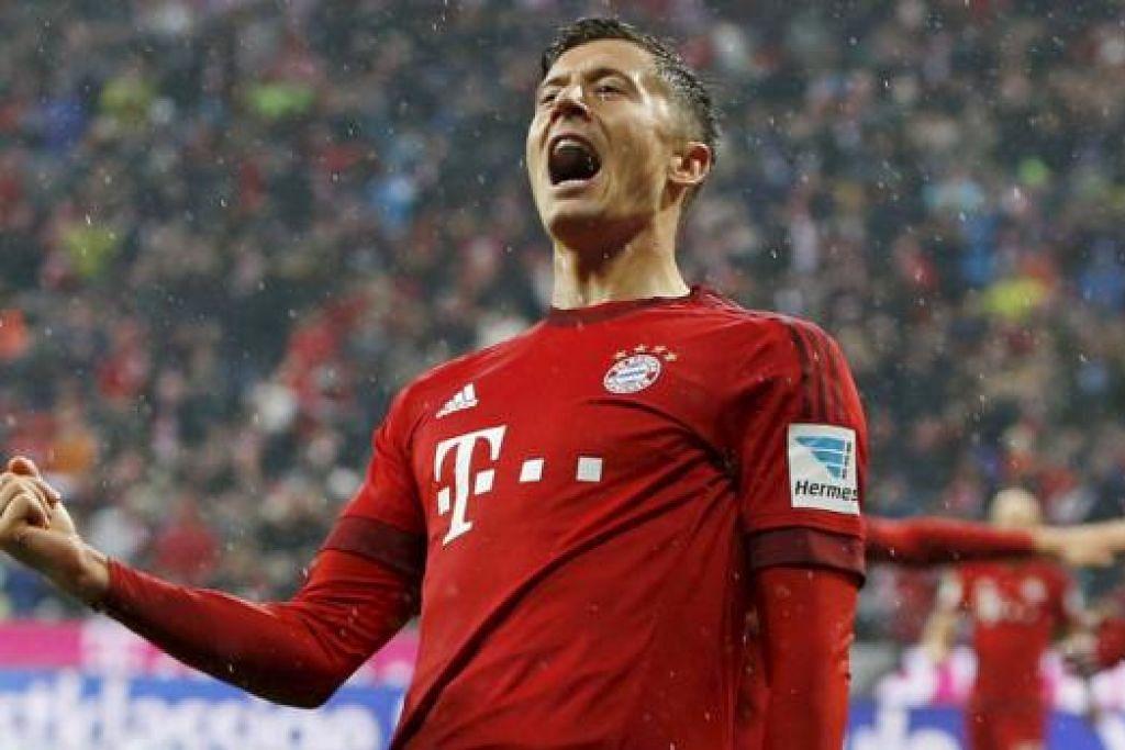 WIRA DUA GOL: Robert Lewandowski menjaringkan gol pertama dan kedua pasukan Bayern dalam kemenangan 3-0 ke atas VfL Bochum semalam. - Foto REUTERS