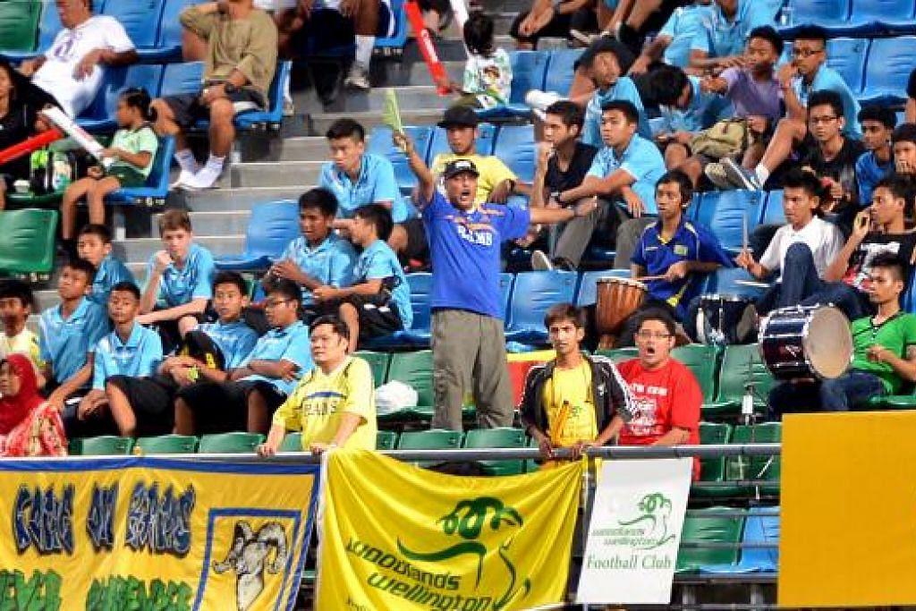 MUSIM MERIAH: Musim baru Liga-S tahun ini diharap dapat menarik peminat ke stadium bagi menyokong pasukan masing-masing. - Foto fail