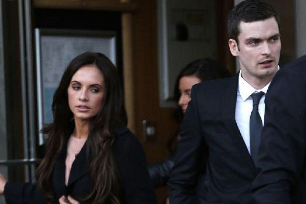 KERJAYA BERAKHIR? Adam Johnson bersama temanitanya, Cik Stacey Flounders, di Mahkamah Bradford di Bradford, Rabu lalu. - Foto REUTERS