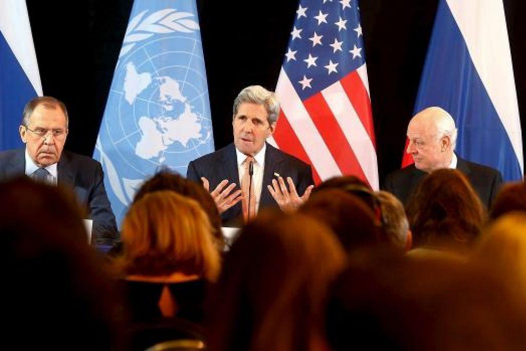 PERDAMAIAN BAGI SYRIA: (Dari kiri) Menteri Luar Russia, Encik Sergei Lavrov; Setiausaha Negara Amerika Syarikat, Encik John Kerry; dan wakil PBB bagi Syria, Encik Staffan de Mistura, menghadiri sidang akhbar di Munich semalam bagi mengumumkan usaha menamatkan konflik di Syria. - Foto REUTERS