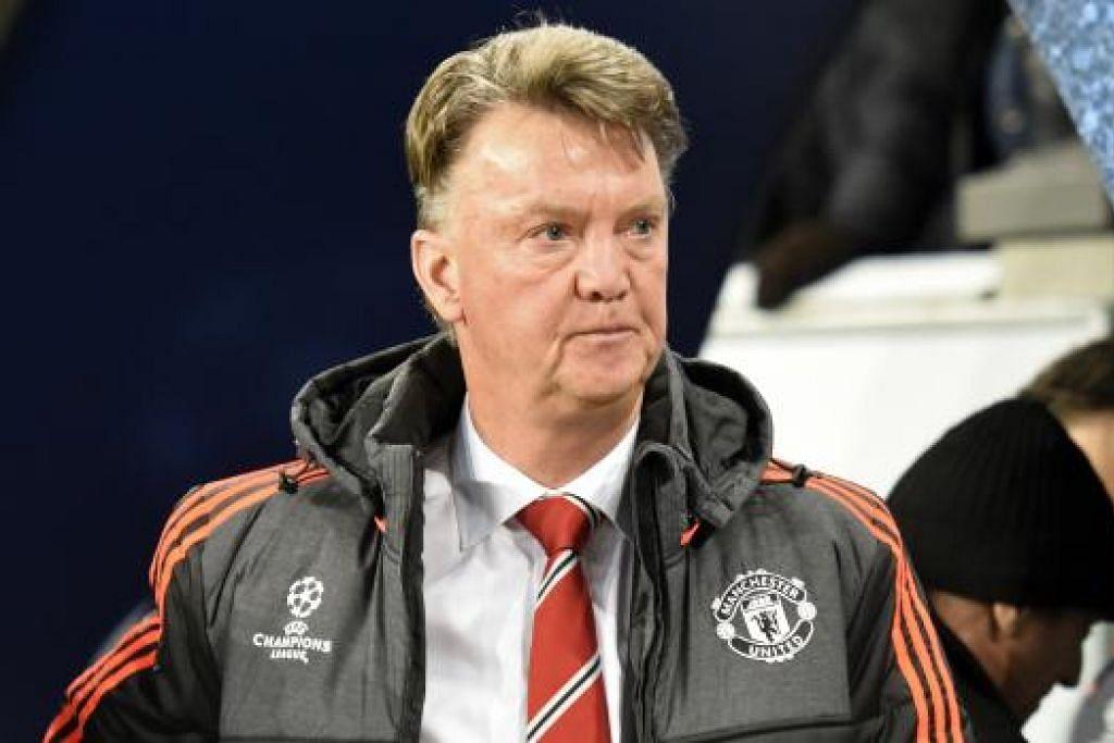 KECOH FASAL PENGGANTI: Van Gaal (atas) kecewa mendengar desas-desus pertemuan kelabnya dengan Mourinho yang diberitakan akan menggantikan tempatnya. - Foto-foto REUTERS