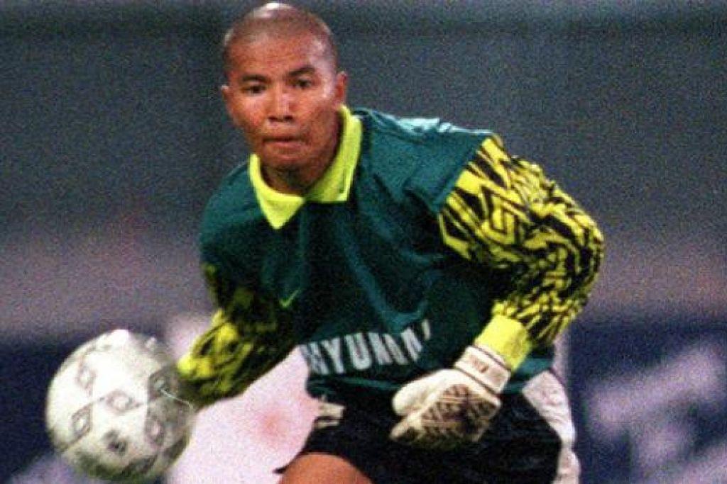 SAAT MANIS: Yazid Yasin, 16 tahun, beraksi bagi Sembawang Rangers dalam kemenangan 3-1 ke atas Woodlands Wellington dalam 1996. – Foto fail