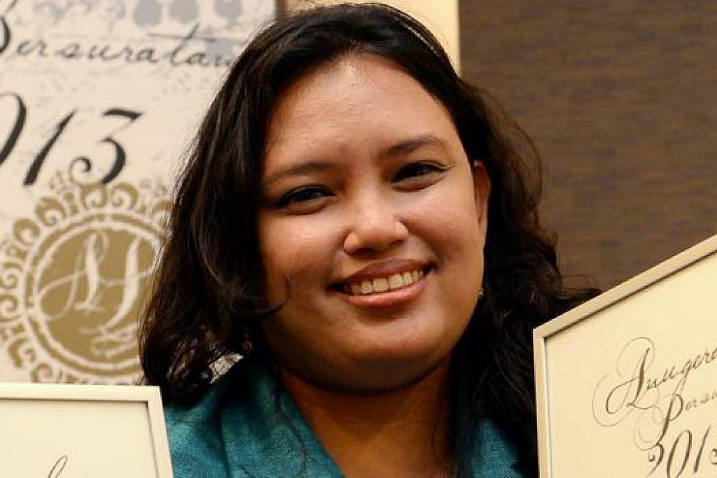 CIK NORIDAH KAMARI: Eseinya yang berjudul 'Pengalaman Sastera Melayu Singapura - Menjejaki Alam Siber' dimuatkan dalam buku cetak dan buku-e, Yang Terukir terbitan Majlis Bahasa Melayu Singapura (laman sawang MBMS.sg). - Foto fail