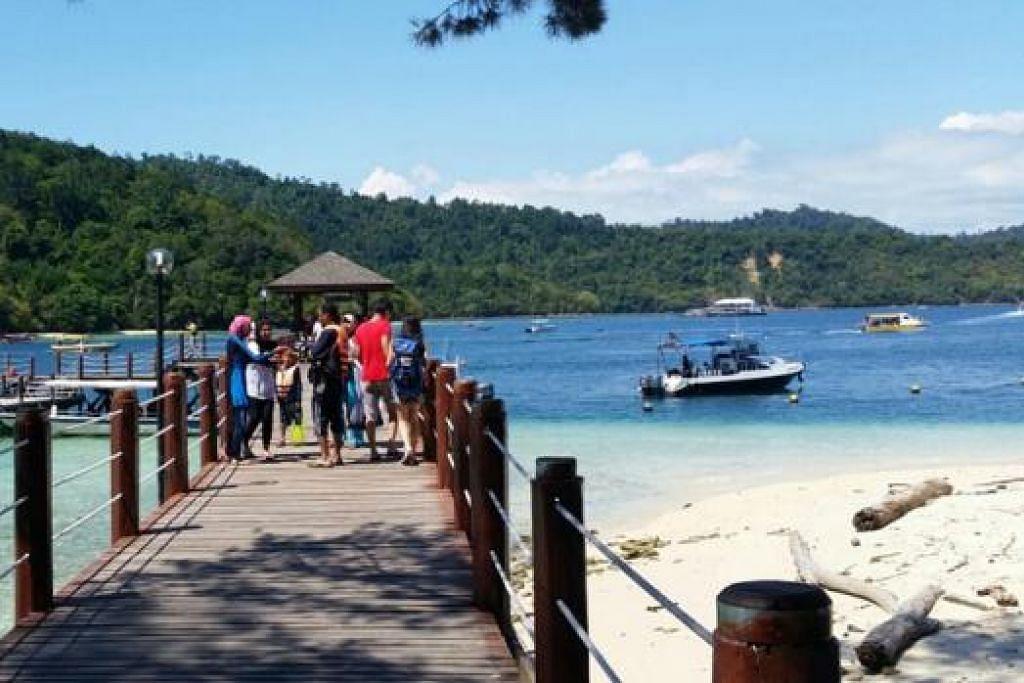 PEMANDANGAN DI JETI PULAU SAPI: Di sinilah penulis telah menyertai aktiviti 'zipline' yang membawanya dari Pulau Gaya ke Pulau Sapi. - Foto FAUZIE LAILY