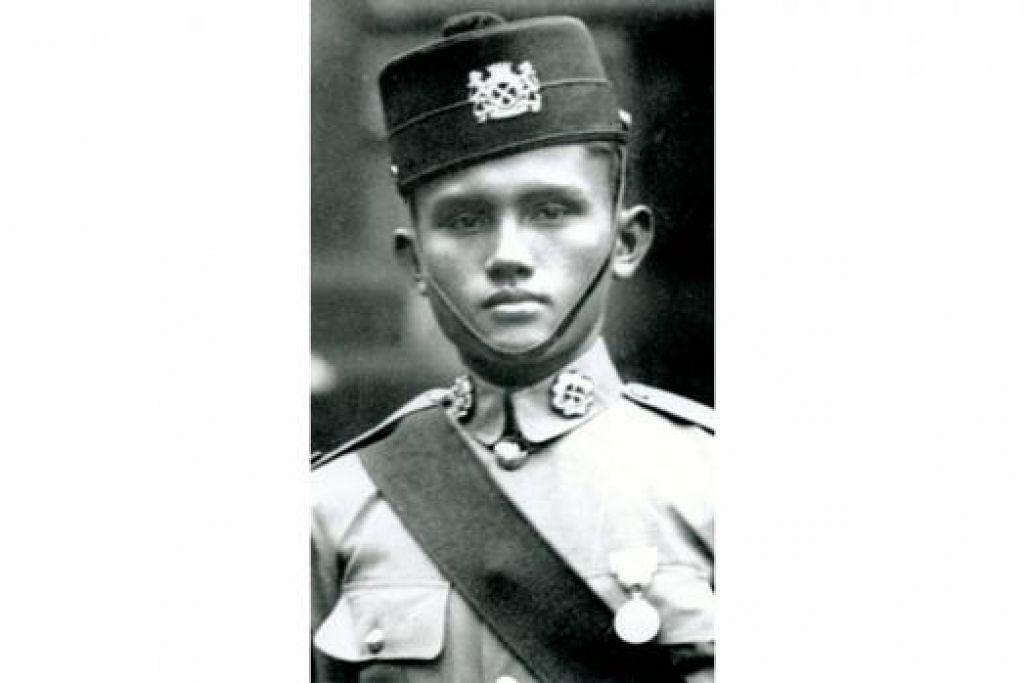 WIRA MELAYU: Leftenan Adnan memimpin Rejimen Askar Melayu semasa menentang askar Jepun. - Foto fail