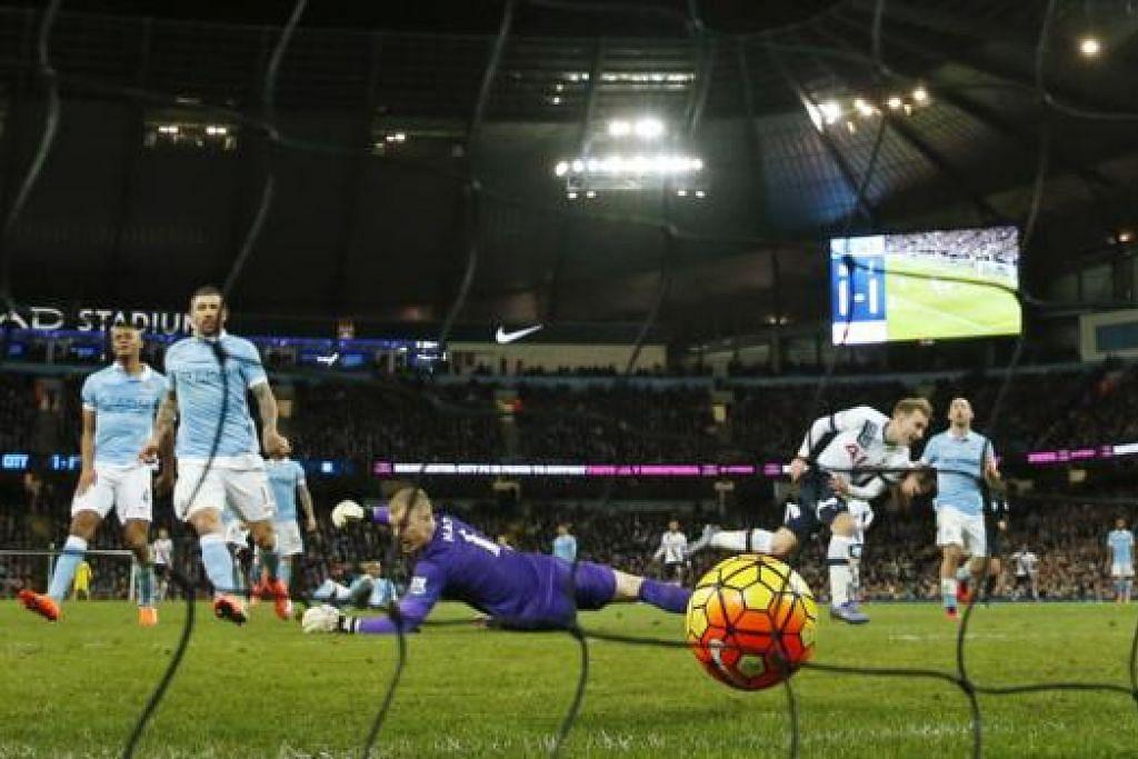 GOL: Pemain Tottenham Hotspur, Christian Eriksen (dua dari kanan), menjaringkan gol kemenangan pasukannya. - Foto REUTERS