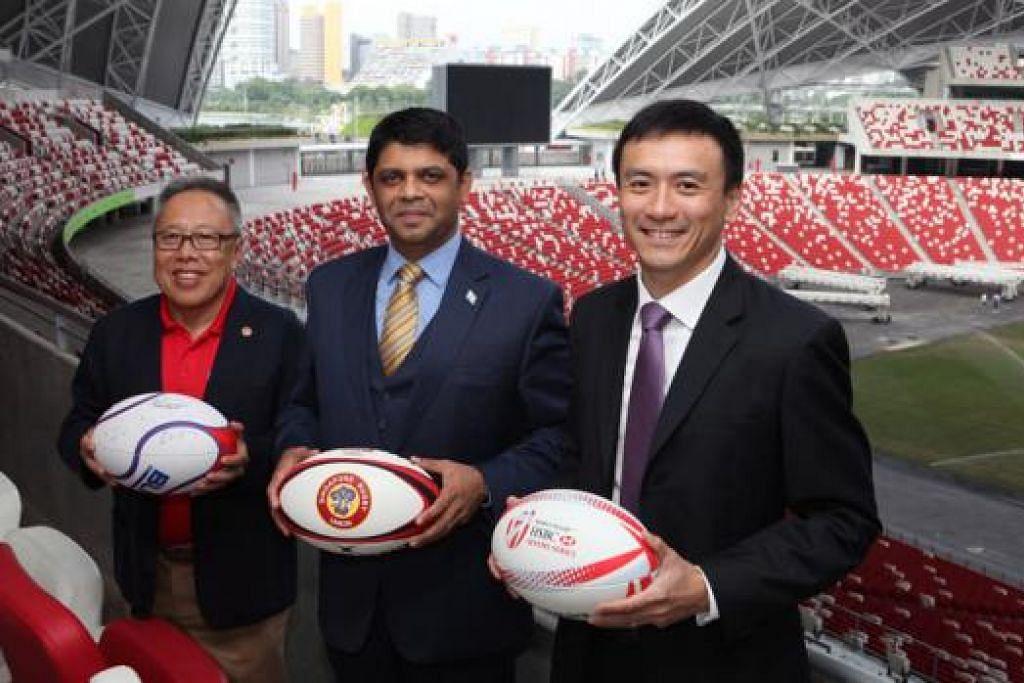 PERKEMBANGAN BAIK: (Dari kiri) Encik Low bergambar bersama Aiyaz Sayed-Khaiyum dan Pengarah Pengurusan Enterprise Sports Group Terence Khoo. - Foto HSBC WORLD RUGBY SINGAPORE SEVENS 2016