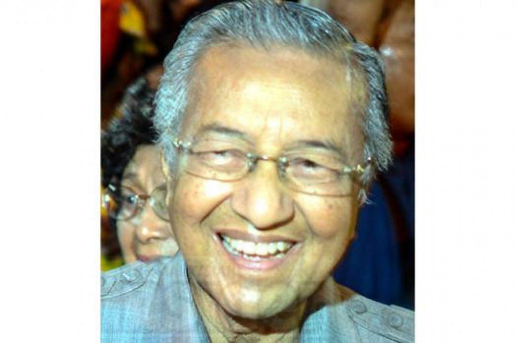DR MAHATHIR: Dalam blognya beliau mengkritik Tan Sri Apandi kerana tidak mendakwa Perdana Menteri Datuk Seri Najib di atas kes derma RM2.6 bilion.