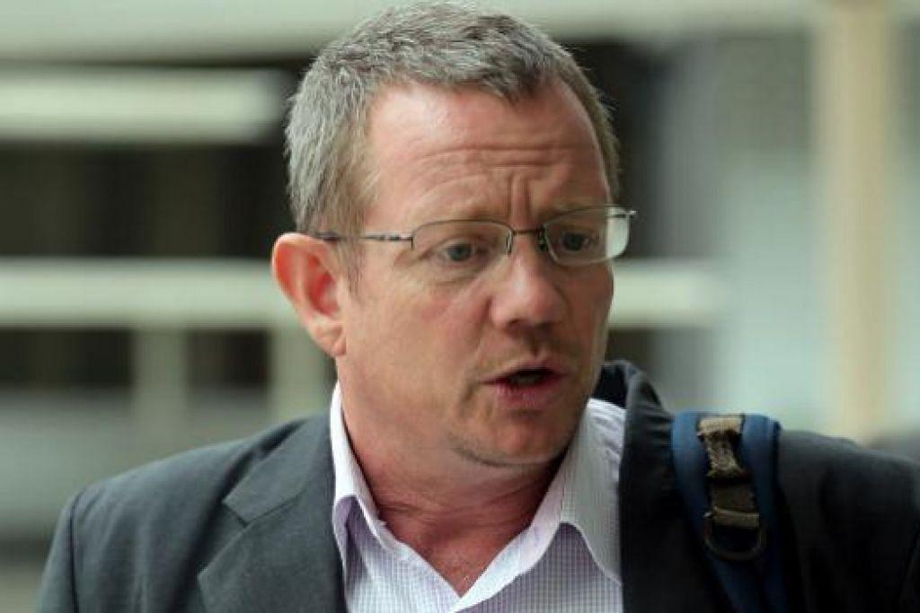 Arne Corneliussen mengaku salah tetapi kesnya dibicara semula selepas dua saksi tampil menyatakan bahawa pemandu teksi  Chan Chuan Heng yang menyerangnya terlebih dahulu. Gambar ST