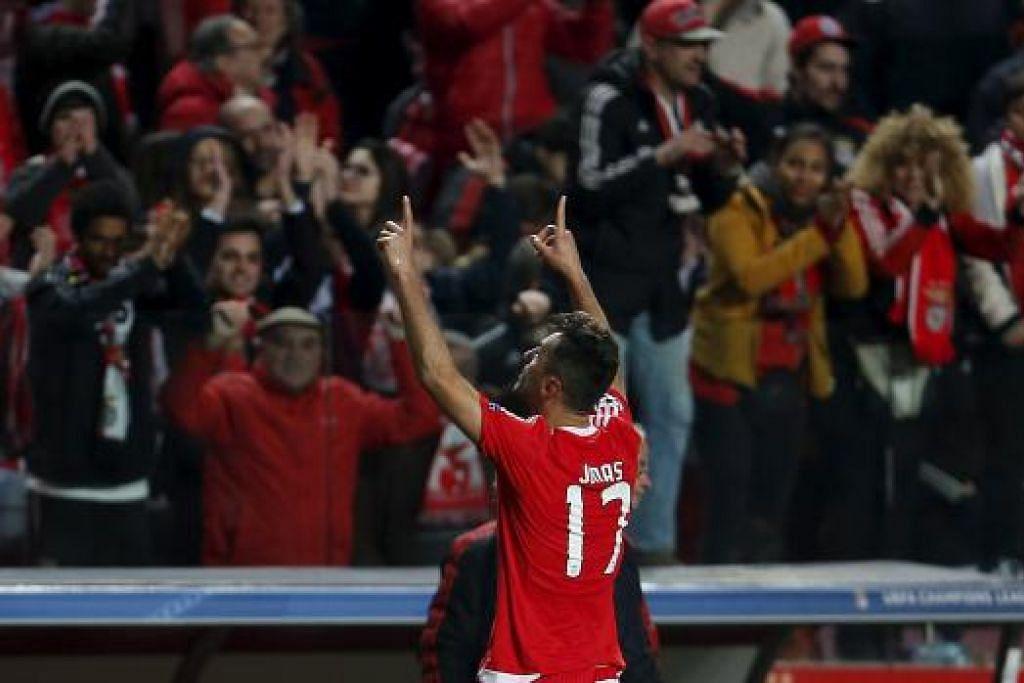 Jonas Oliveira merai jaringan golnya yang membolehkan Benfica menewaskan Zenit St. Petersburg di Stadium of Light dalam perlawanan suku akhir pertama mereka dalam Liga Juara-Juara pada Selasa (16 Feb). Gambar REUTERS