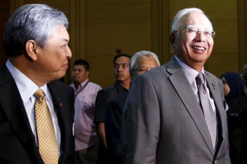 Datuk Seri Ahmad Zahid (kiri) dan Datuk Seri Najib semasa pembentangan semakan belanjawan pada Januari 3016. Timbalan Perdana Menteri itu berkata beliau mahu mencontonhi sikap penyayang Datuk Seri Najib. Gambar REUTERS