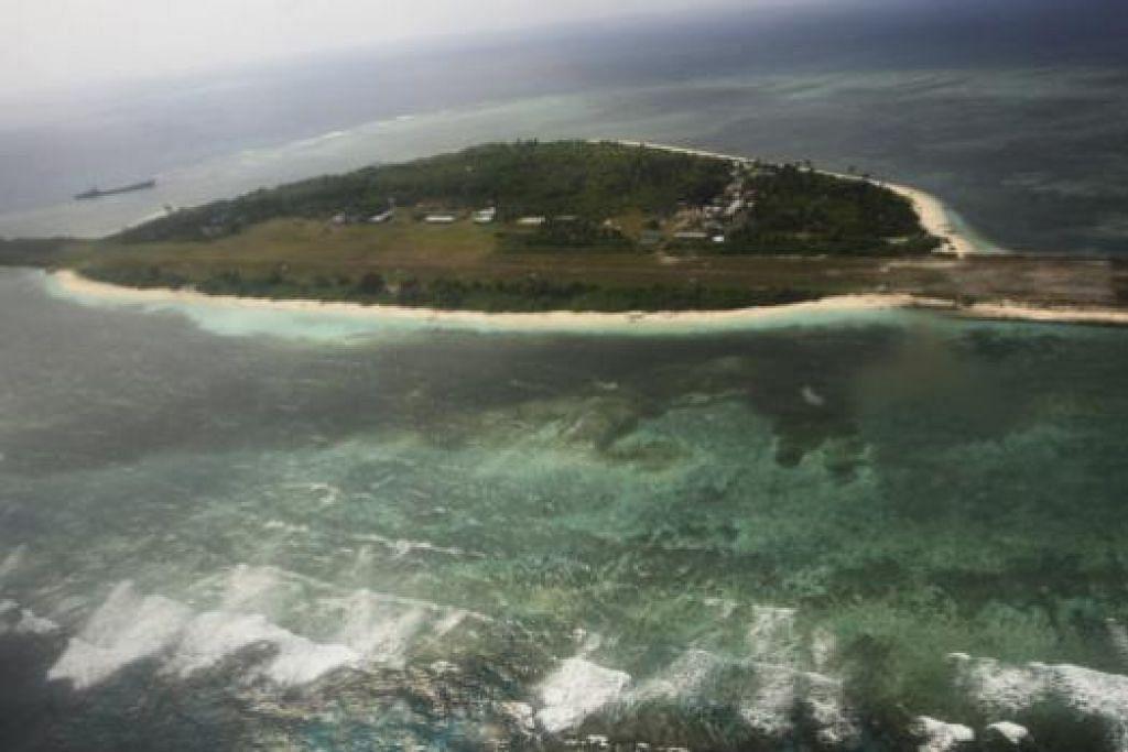 Pemandangan dari udara Pulau Pagasa, sebahagian daripada kumpulan kepulauan Spratly di Laut China Selatan yang menjadi pertikaian. Gambar REUTERS