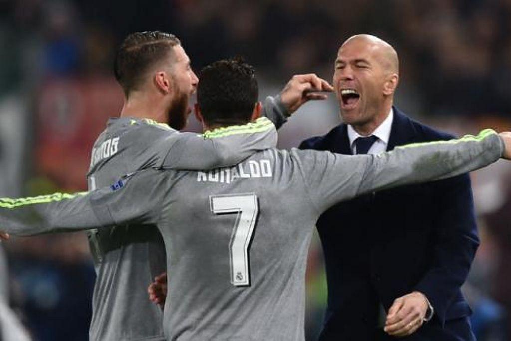 RAI BERSAMA PENGURUS: Wira gol pembukaan Real Madrid, Cristiano Ronaldo (jersi 7), meraikan golnya dengan rakan, Sergio Ramos, serta pengurus pasukan, Zinedine Zidane (kanan). - Foto AFP