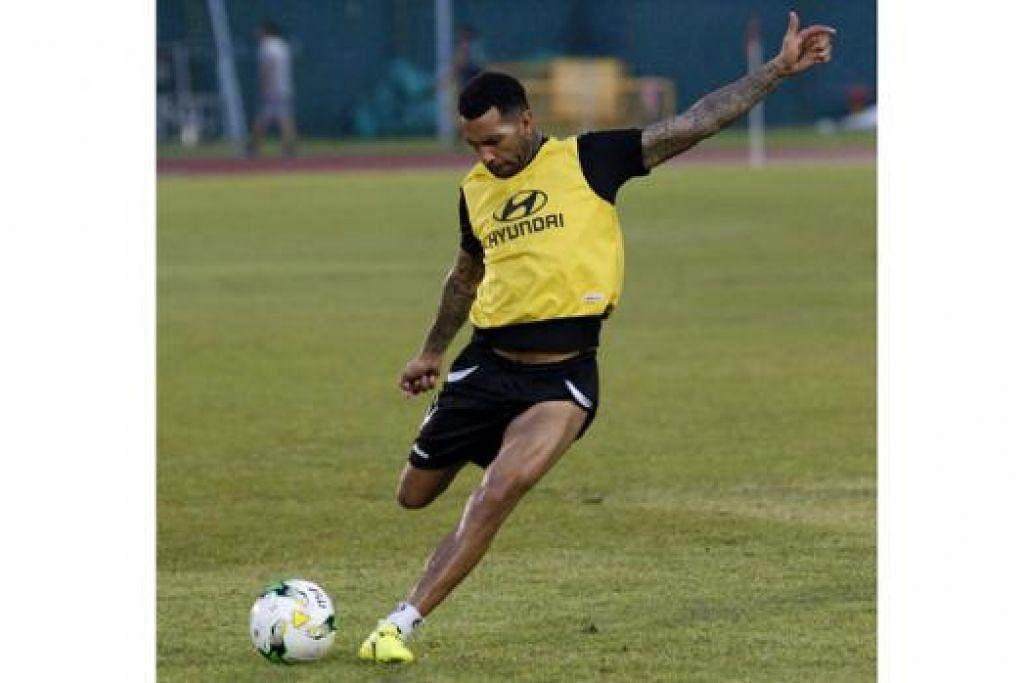 SIAP 'DILEPASKAN': Bekas bintang Liverpool, Jermaine Pennant, dijangka memulakan perlawanan sejak wisel mula dalam usaha membantu Tampines memburu kemenangan sulungnya musim ini. - Foto fail