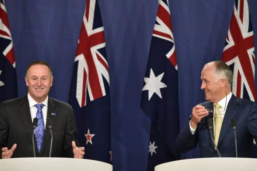 Perdana Menteri Australia, Encik Malcolm Turnbull (kanan), dan rakan sejawatannya dari New Zealand, Encik John Key, mengadakan sidang media bersama di Sydney pada Jumaat, 19 Feb 2016. Gambar AFP