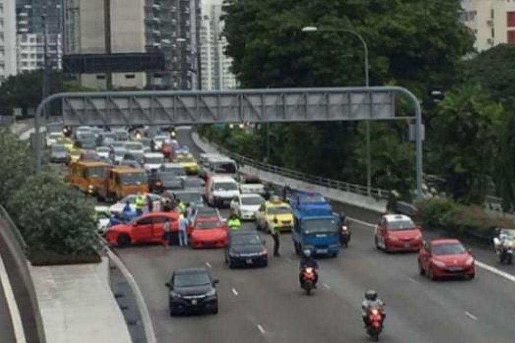 Kemalangan melibatkan beberapa kenderaan di CTE arah ke bandar sebelum Terowong Cairnhill. Gambar ST