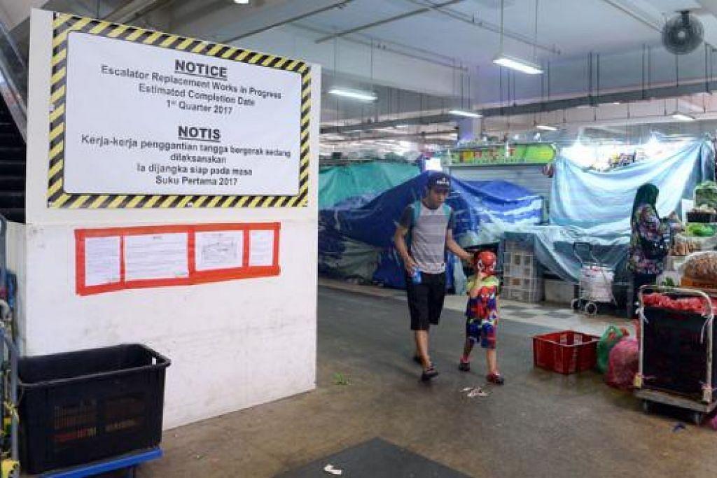 DIGANTIKAN: Tangga bergerak pasar Geylang Serai ini dijangka siap awal tahun depan. – Foto-foto TAUFIK A. KADER
