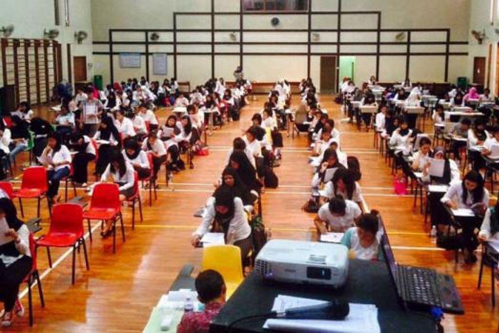 MUSIM PEPERIKSAAN: Pembantu yang mengikuti program ijazah sarjana muda dan sarjana di Sekolah Indonesia Singapura akan menjalani peperiksaan umum seperti ini. – Foto-foto SEKOLAH INDONESIA SINGAPURA