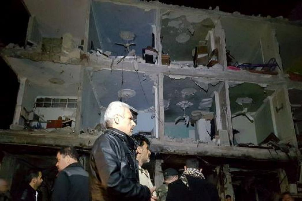 Tentera Syria dan orang awam memeriksa tapak beberapa letupan bom yang melanda kawasan makam Saiyidah Zeinab, di selatan Damsyik, pada Ahad (21 Feb). Gambar REUTERS