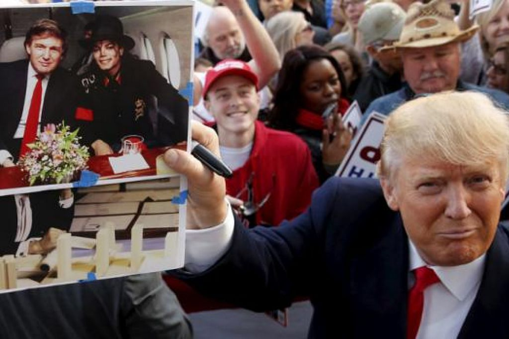 TIMBULKAN KEMARAHAN: Tindakan Encik Trump mendedahkan 'persabahatannya' dengan mendiang Raja Pop, Michael Jackson, telah menimbulkan kemarahan keluarga mendiang. - Foto REUTERS