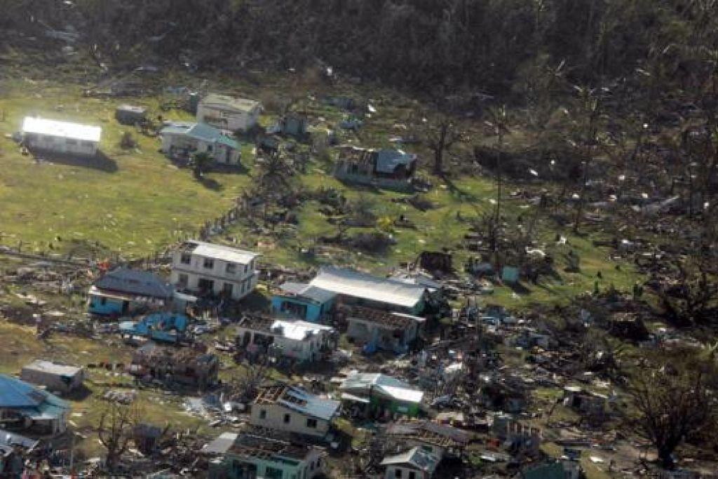 DITIMPA KEMUSNAHAN: Taufan yang melanda Fiji adalah taufan kategori lima dan menyebabkan kemusnahan, meranapkan rumah serta melumpuhkan prasarana. - Foto REUTERS