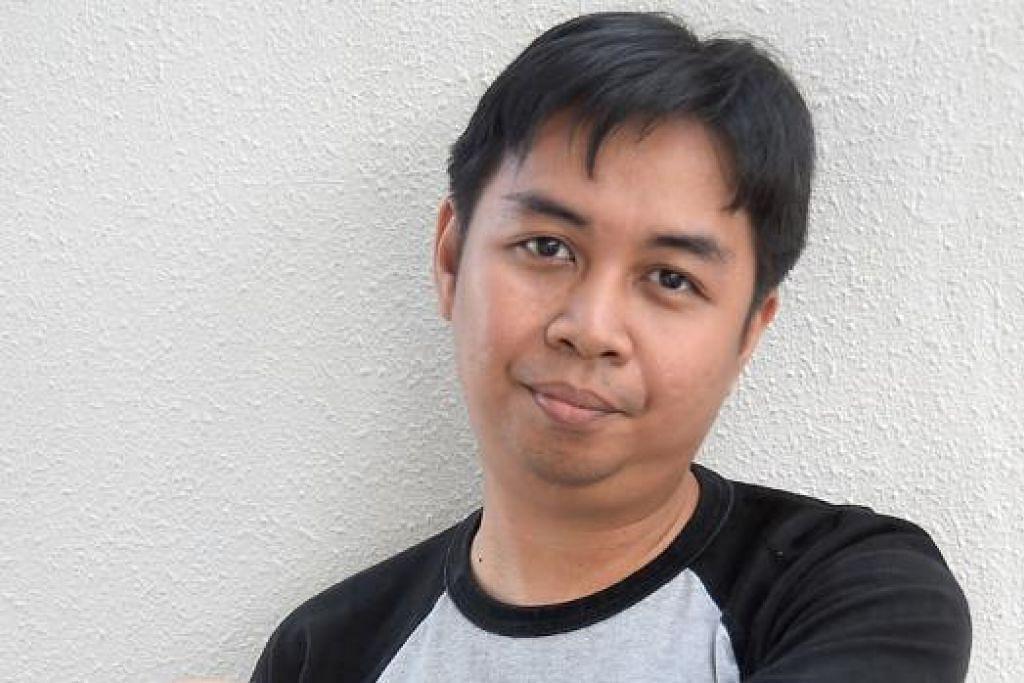 MAHU ARTIS TEMPATAN DIKENALI: Pengurus artis dan pemuzik setempat, Encik Amirrudin Muhammad Ayub, membangunkan pangkalan data yang memuatkan biodata dan pencapaian artis setempat di blog Muzik Melayu Singapura agar orang ramai mendapat maklumat terkini tentang warna-warni muzik tempatan. - Foto JOHARI RAHMAT