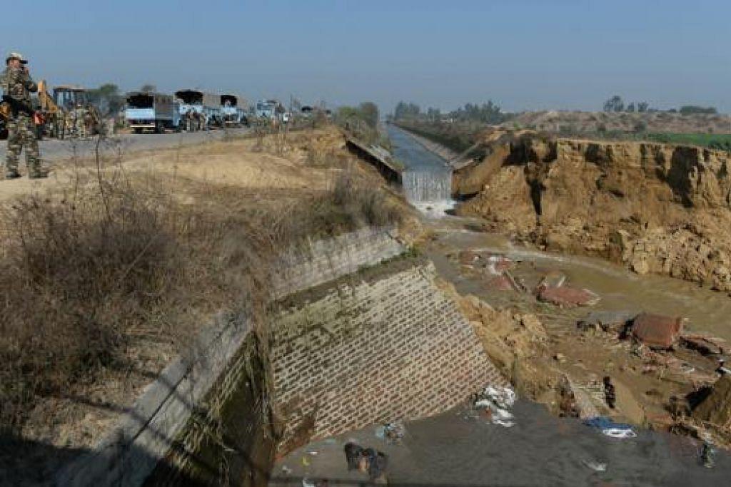 DIKAWAL TENTERA: Bekalan air di New Delhi telah mula dipulihkan selepas tentera India berjaya menawan semula Terusan Munak daripada puak suku kaum Jat. - Foto AFP