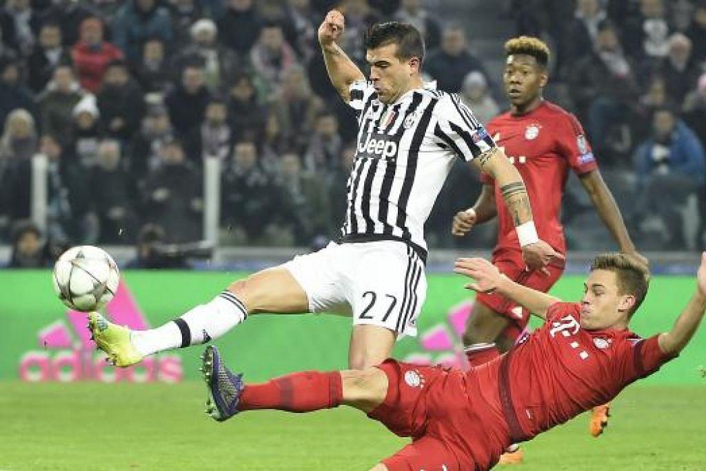Pemain Juventus Stefano Sturaro (jalur-jalur) menyumbatkan gol untuk menyamakan kedudukan 2-2 dalam perlawanan menentang Bayern Munich dalam perlawanan pusingan 16 pasukan pertama mereka di Stadium Juventus pada Selasa (23 Feb). Gambar AFP