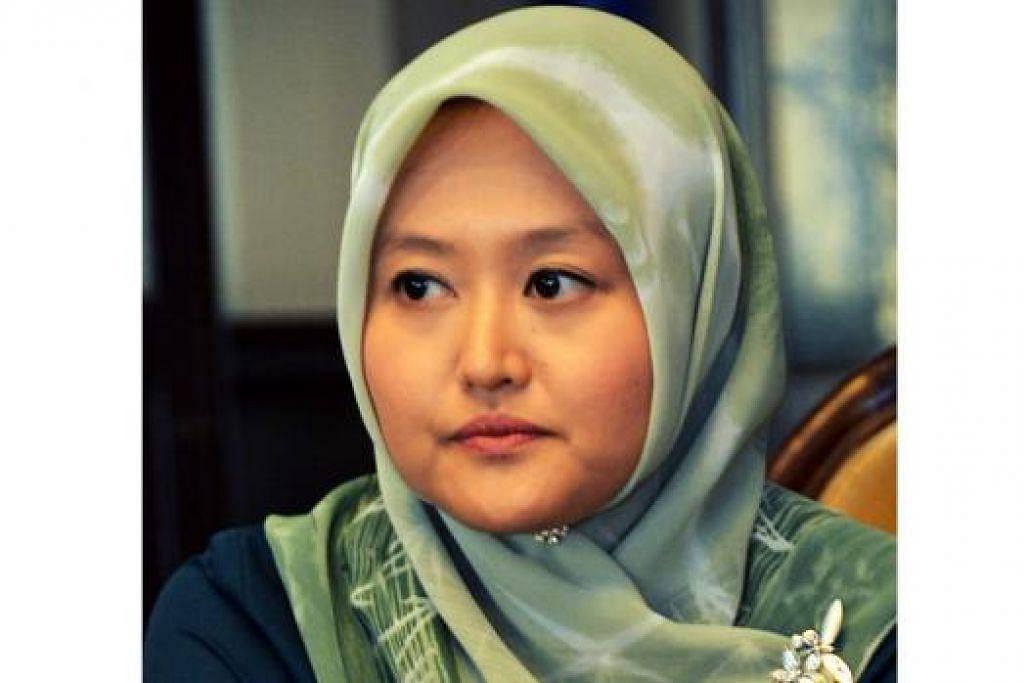 CIK RAHAYU MAHZAM: Ingin lihat bukan Melayu sertai kegiatan Bulan Bahasa. - Foto KHALID BABA