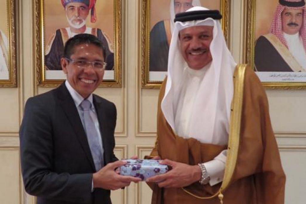 ERATKAN HUBUNGAN: Dr Maliki (kiri) mengadakan pertemuan dengan Setiausaha GCC, Encik Abdul Latif Rashid Al Zayani. - Foto MFA
