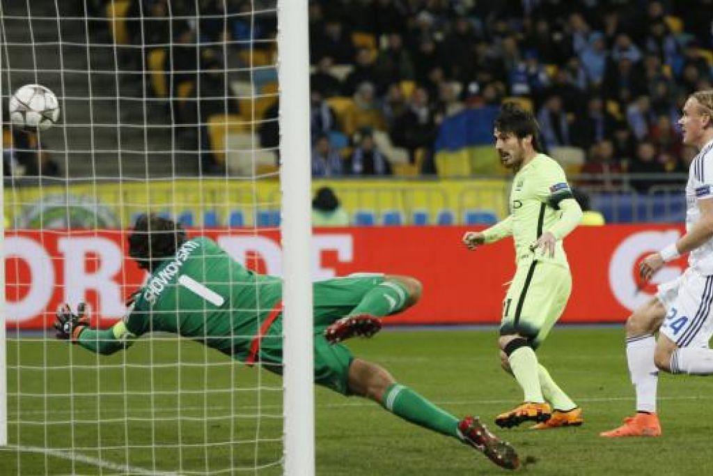 David Silva (jersi kuning) menyumbatkan gol kedua Manchester City, yang mengalahkan  Dynamo Kiev 3-1 dalam perlawanan pertama mereka dalam pusingan 16 pasukan Liga Juara-Juara di Stadium MSN Olimpiyskiy pada Rabu (24 Feb). Gambar REUTERS