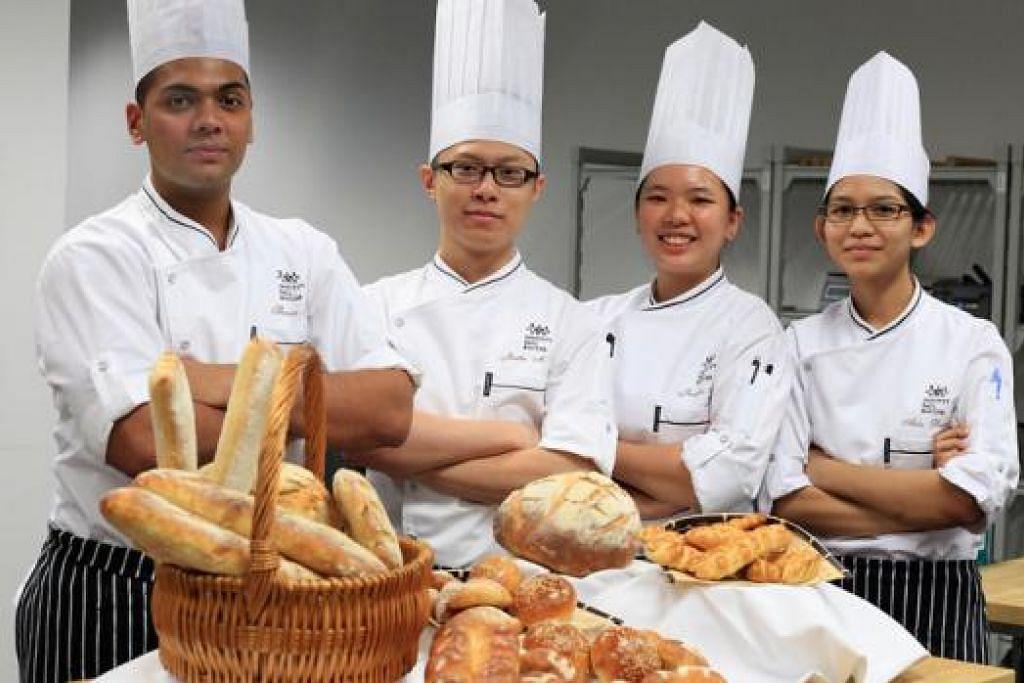 PENDEDAHAN GLOBAL: Sekumpulan pelajar ITE ini telah ke Lyon, Perancis, bagi mengikuti kursus dua minggu di sekolah kulinari Institut Paul Bocus beberapa tahun lalu. Lebih ramai pelajar ITE bakal berpeluang mengikuti program serupa di luar negara. - Foto fail
