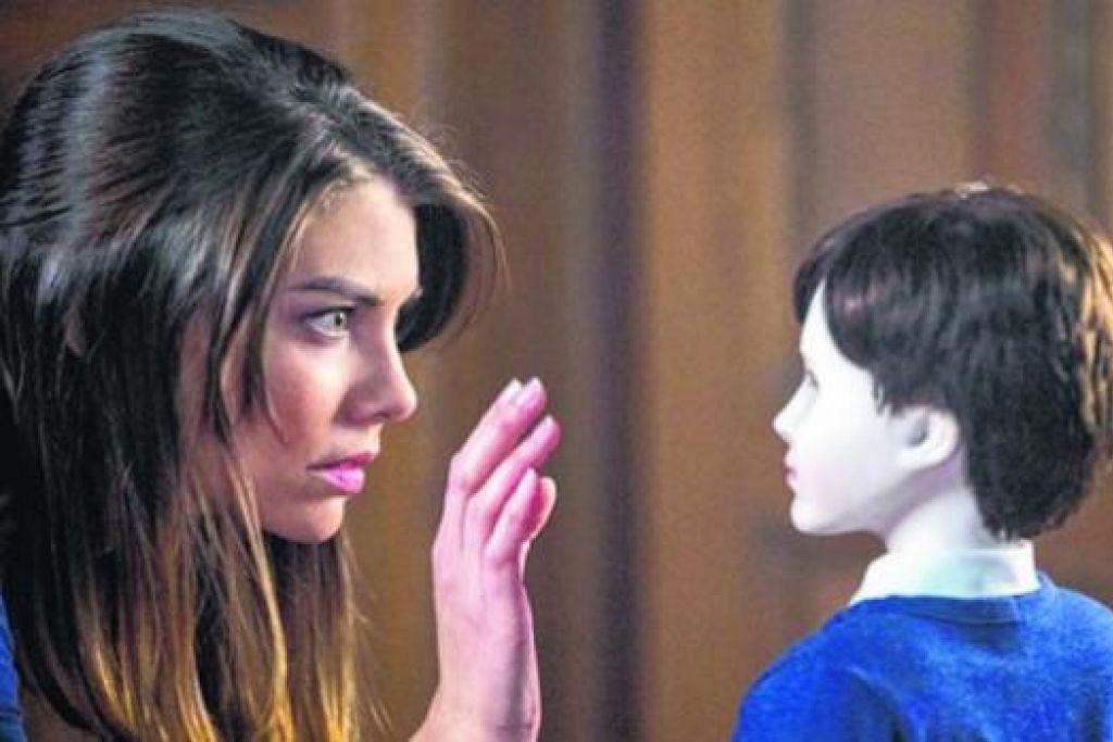 JAGA ANAK PATUNG 'BRAHMS': Lauren Cohan berlakon sebagai Greta dalam 'The Boy' - filem seram yang memaparkan 'Brahms', anak patung porselin yang disayanginya. - Foto INTERNET