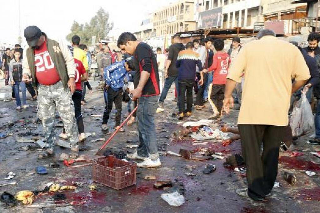 Orang ramai berkumpul di tapak letupan berani mati di Sadr City, Baghdad pada Ahad (28 Feb), yang membunuh 24 orang dan mencederakan puluhan. Gambar REUTERS