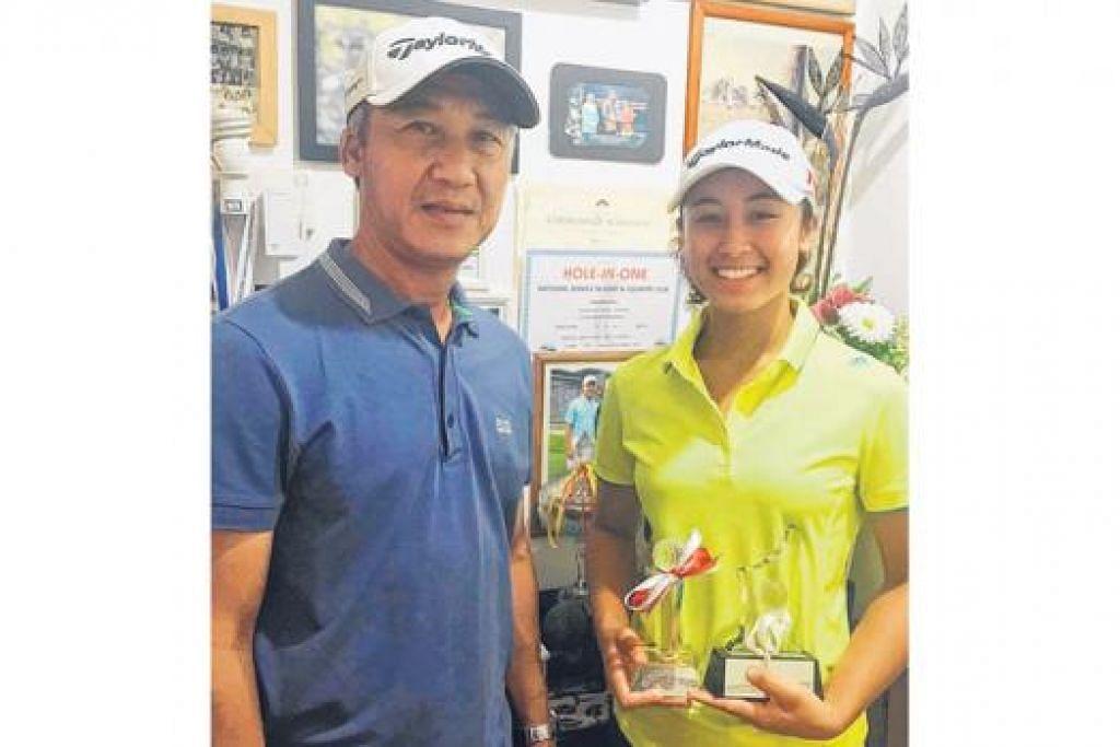SOKONGAN KELUARGA: Maisarah bergambar dengan bapanya, Saadon Senari, yang turut meminati golf.