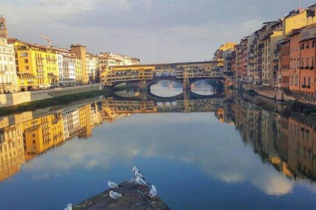 ITALY AKU DATANG: Inilah pemandangan berlatarbelakangkan Vecchio Bridge. - Foto-foto ZAKI ZULFAKAR NOORDIN