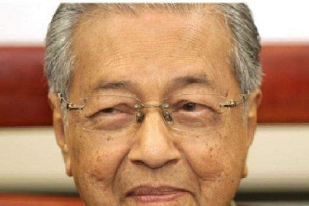 KELUAR PARTI: Mantan perdana menteri yang juga mantan presiden Umno, Tun Dr Mahathir Mohamad, mengumumkan surat rasmi mengenai penarikan dirinya akan dihantar kepada Setiausaha Agung UMNO dalam masa terdekat. - Foto The Star Online