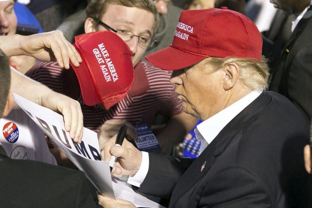 Trump dibidas terima sokongan bekas ketua Ku Klux Klan