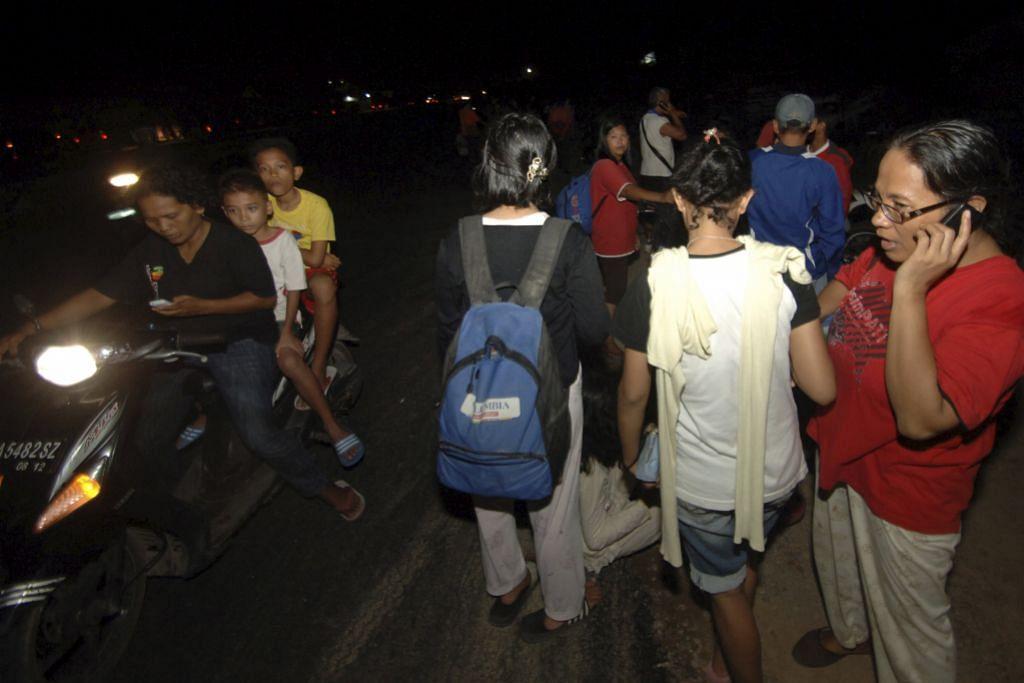 GEMPA DI INDONESIA Gegaran gempa kuat dirasai hingga ke M'sia dan S'pura