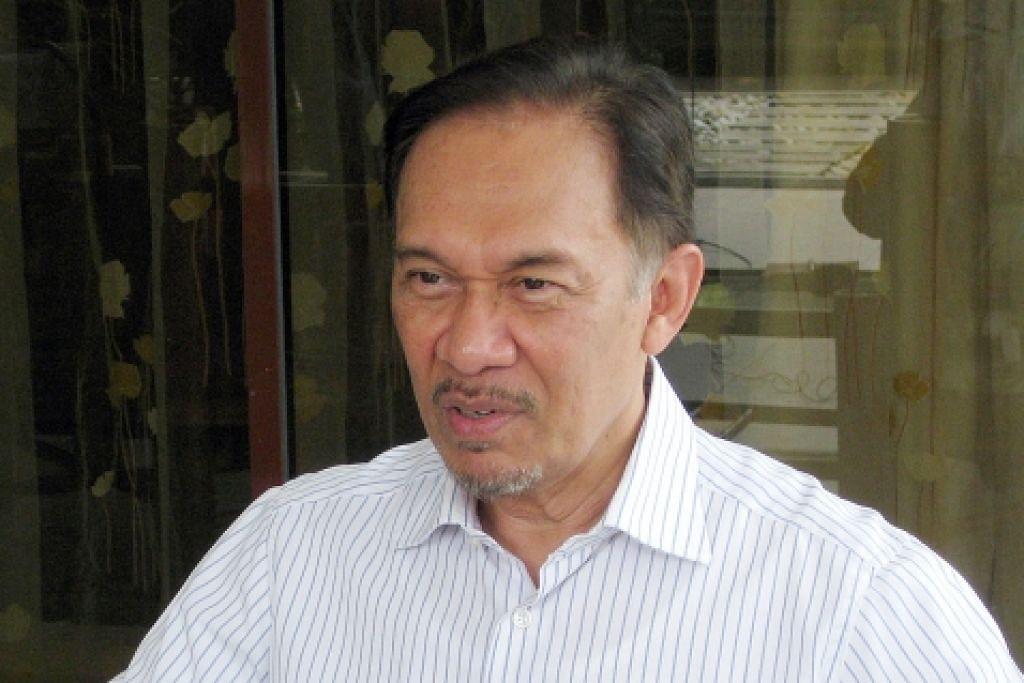 Anwar sokong pendirian desak Najib letak jawatan