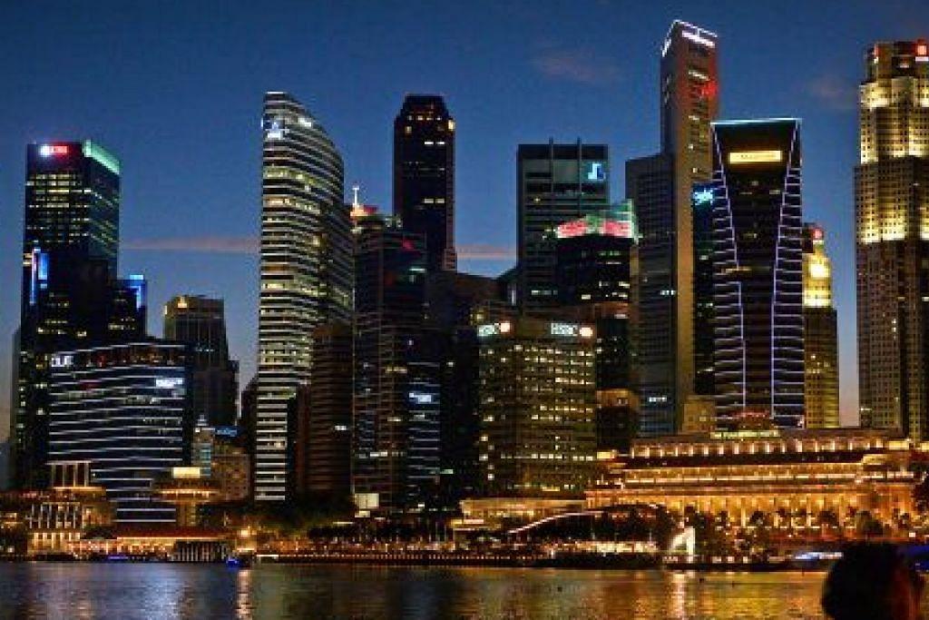 KEMANTAPAN EKONOMI: Meskipun tanpa sumber alam semula jadi, Singapura tetap berupaya bersaing di pentas dunia ekoran visi mendiang Encik Lee yang menjadikan kekurangan negara ini sebagai cabaran. Beliau membentuk rakyatnya sebagai sumber tenaga buruh yang diburu dunia selain mewujudkan persekitaran yang mampu merangsang pembangunan ekonomi melalui pelaburan asing.