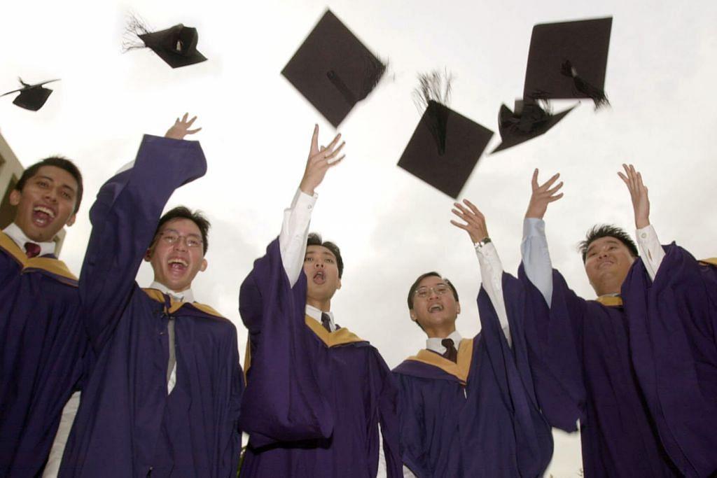 PENDIDIKAN MENJADI KUNCI: Singapura disifatkan sebagai mampu melahirkan pelajar terbilang di mana kejayaan berdasarkan meritokrasi. Ekoran dasar dwibahasa yang dilakar mendiang Encik Lee Kuan Yew, penduduk Singapura rata-rata fasih berbahasa Inggeris dan bahasa ibunda masing-masing. - Foto-foto fail
